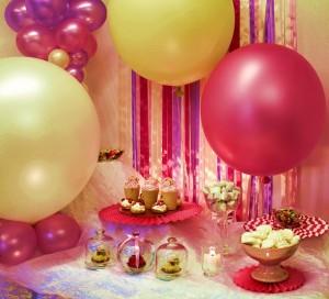Świetną propozycją dla par, które szukają na swoje przyjęcia czegoś niebanalnego, są tzw. candy bary (fot. Pracownia Kameleon)