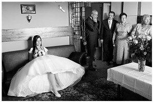 Rozkloszowana suknia ślubna na halce (fot. Piotr Bryja)